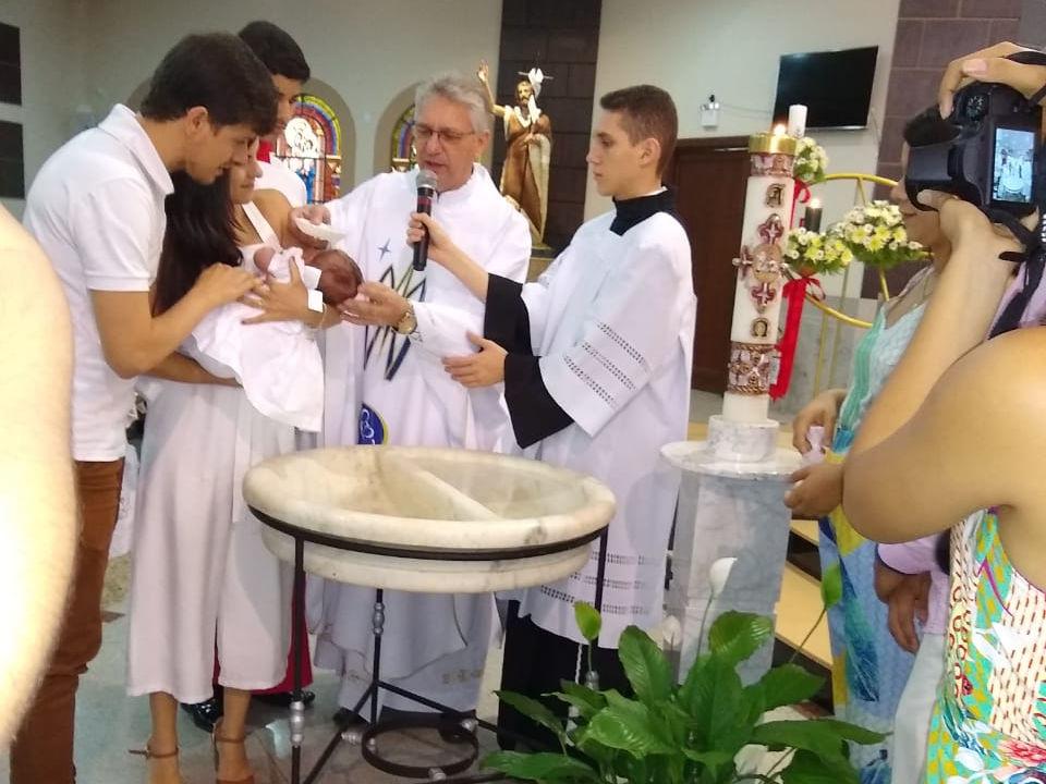 Batismo na Matriz de 18 crianças